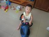 他的扭扭车