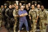 和《变形金刚》中扮演士兵的演员们合影