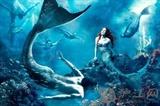 朱莉安·摩尔扮演《海的女儿》,游在最前面的男人鱼是迈克·菲尔普斯!!