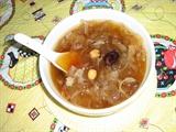 银耳莲子枸杞红枣冰糖水