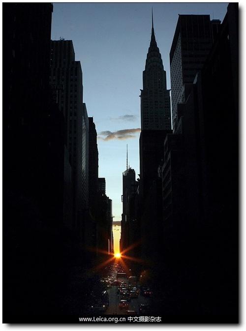 夕阳照在纽约的标志性建筑克莱斯勒大厦上,曼哈顿 高清图片